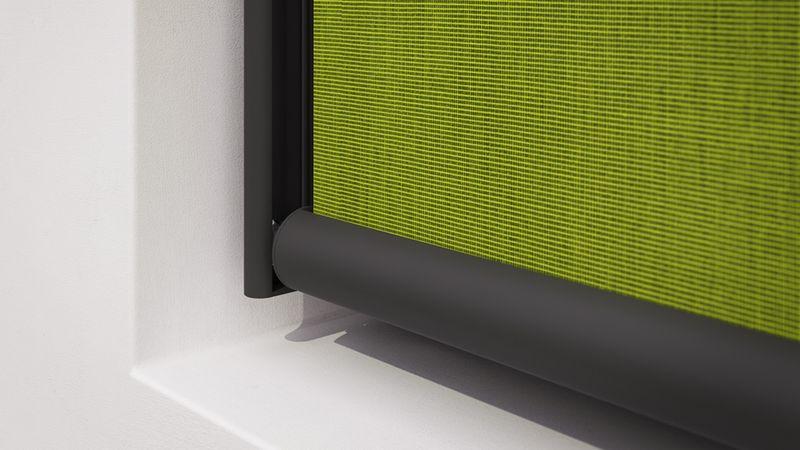 Fenstermarkise 720-Detail Tuchführung grünes Tuch 40Prozent 201911