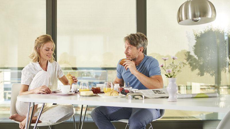 Lifestyle-Paar Frühstück 74A2400-202104